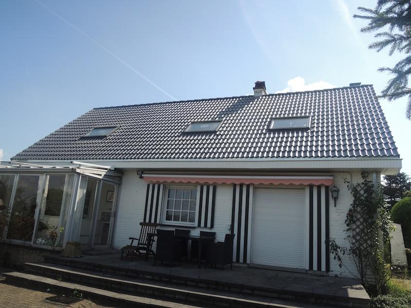 toit en tuiles b ton solliciter une entreprise de toiture pour la pose de votre toit en tuiles. Black Bedroom Furniture Sets. Home Design Ideas